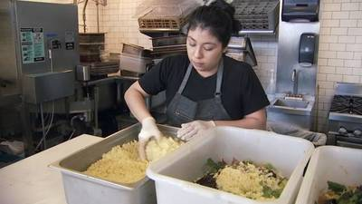 Local restaurant donates meals to help hospital workers