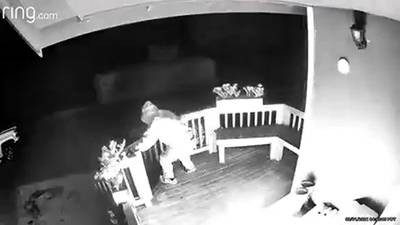 RAW: Suspect sets porch on fire in Enumclaw