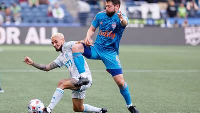 Sounders hold off Galaxy 2-1, extend unbeaten start to 9