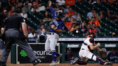 Correa hits RBI double in 10th, Astros rally past M's 5-4