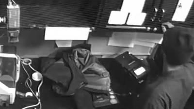 Deputies coax Shoreline casino burglary suspect down from roof